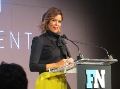 Brooke Burke-Charvet presents award
